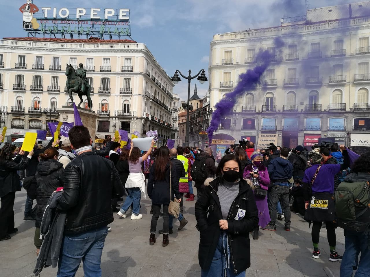 España: Cientos de manifestantes desafían las prohibiciones y salieron a protestar en Madrid este #8M