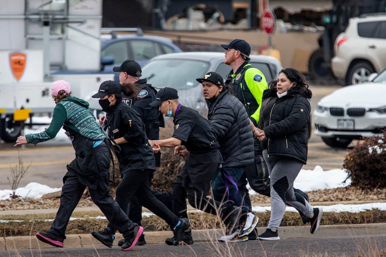 Todo lo que se sabe hasta ahora del tiroteo que dejó 10 personas muertas en un supermercado en Boulder, Colorado