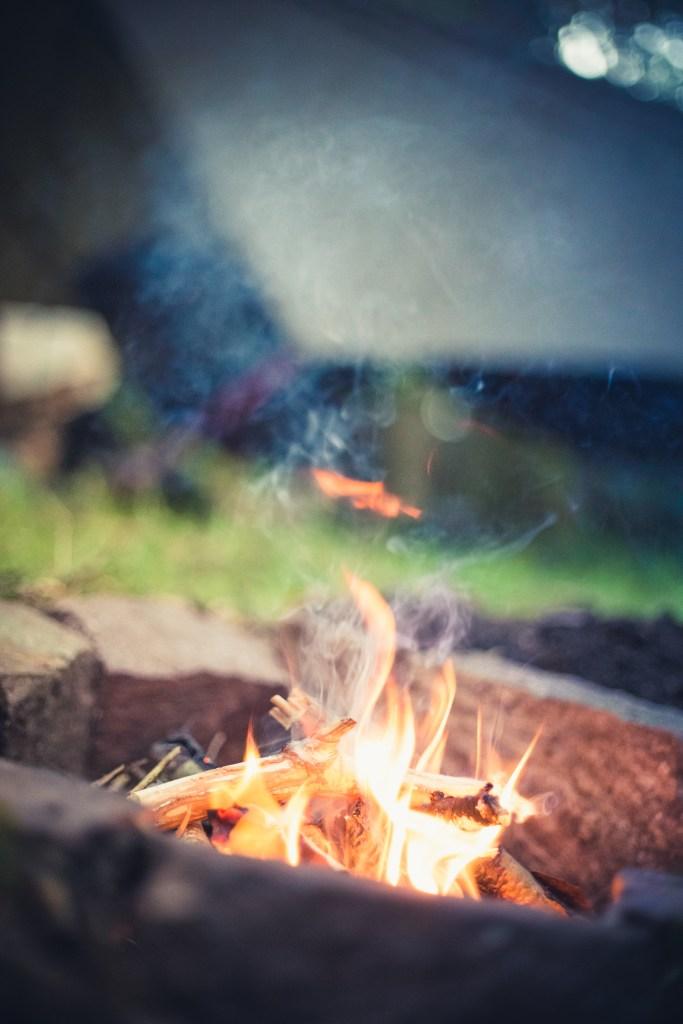 Lagerfeuer ist etwas magisches. Warmes Essen, Schutz vor der Kälte und irgendwie auch etwas meditatives.