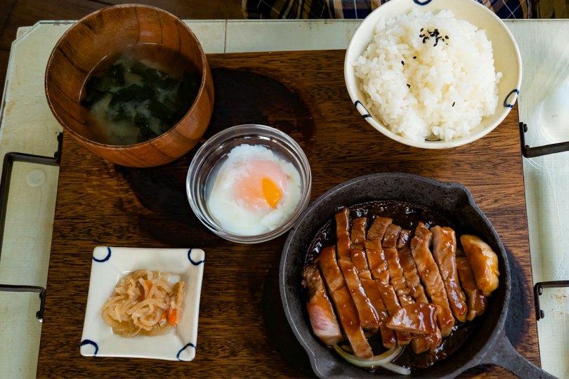 トンセン沖縄 県産豚たれステーキ定食〜温玉のせ〜