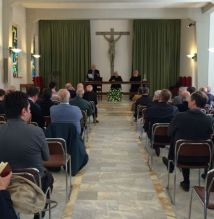 Enzo Branco prega sacerdotes Sienna