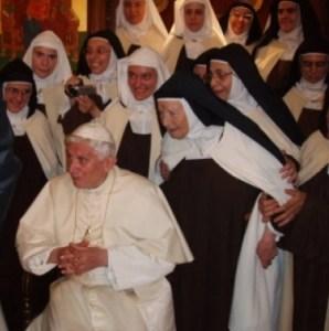Carmelitane di Harissa (Libanon) Benedetto XVI-001