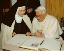 Carmelitane di Quart Valle d Aosta Benedetto XVI-001