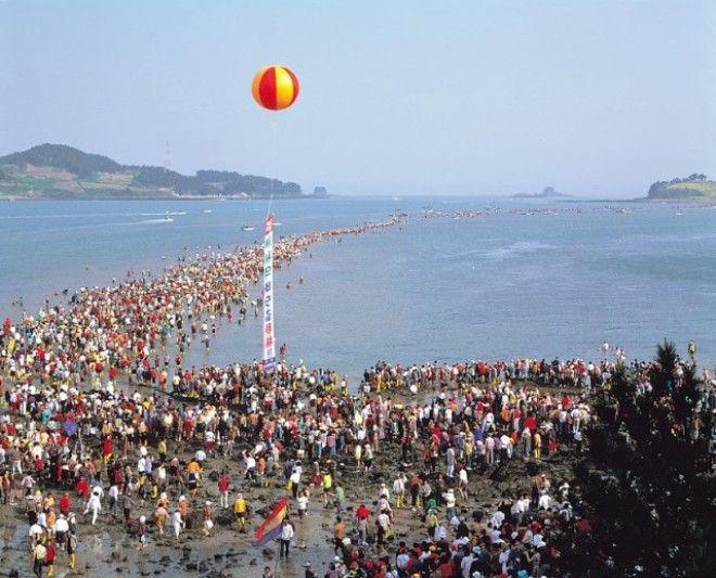 2-35 | Библейское чудо в Корее — два раза в году море расступается и тогда...