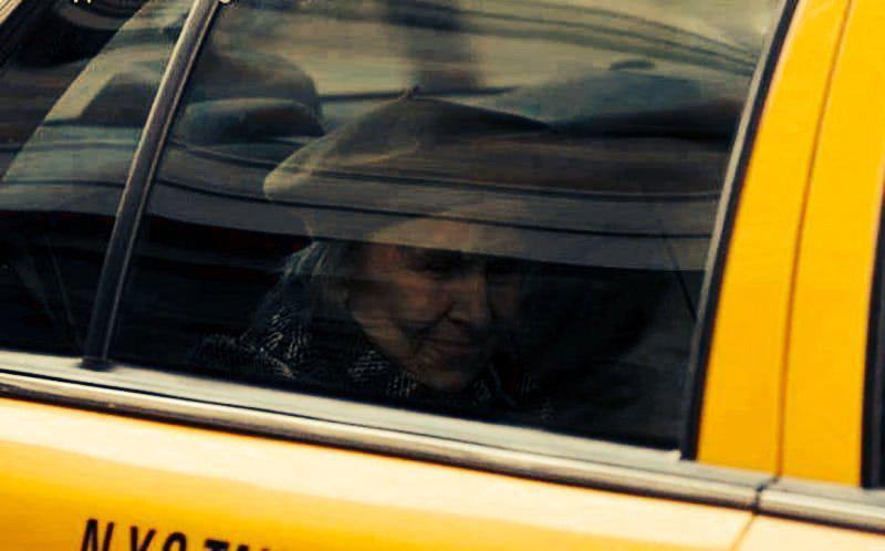 2-50-1   Устав ждать, таксист хотел поторопить пассажира... но то, что произошло дальше перевернуло его жизнь!