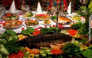 Что можно подать к новогоднему столу 2018 для удачного празднования: рецепты блюд