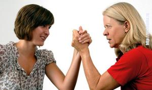 Свекровь vs невестка: как относиться к избраннице любимого сына?