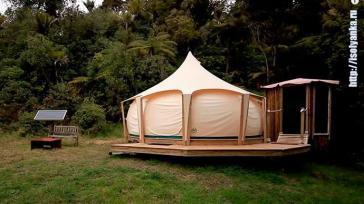 Мужчина продав дом переехал жить в палатку. Посмотрите, на нее изнутри!
