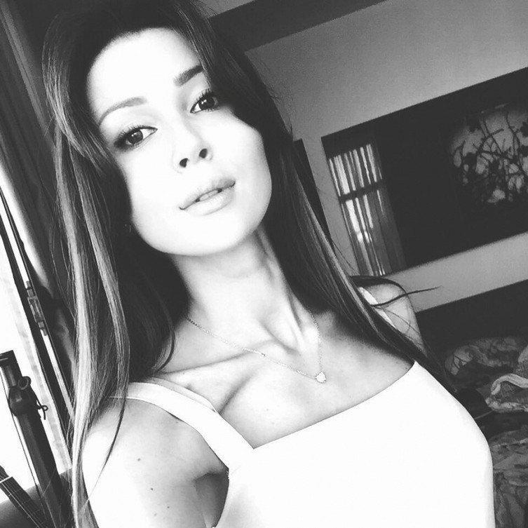 21147506_600366627018663_694928139444289536_n_1075x1075 | Копия мамы — такая же красотка: 21-летняя дочь Анастасии Заворотнюк с годами становится точной копией мамы