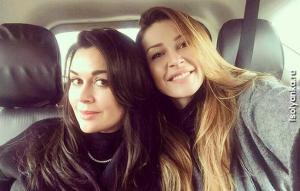 Копия мамы — такая же красотка: 21-летняя дочь Анастасии Заворотнюк с годами становится точной копией мамы