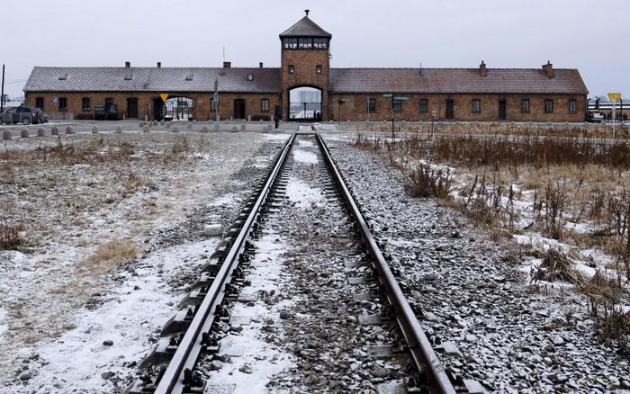 image1-124 | Найденные в Освенциме в 1980 году записи узника расшифровали...