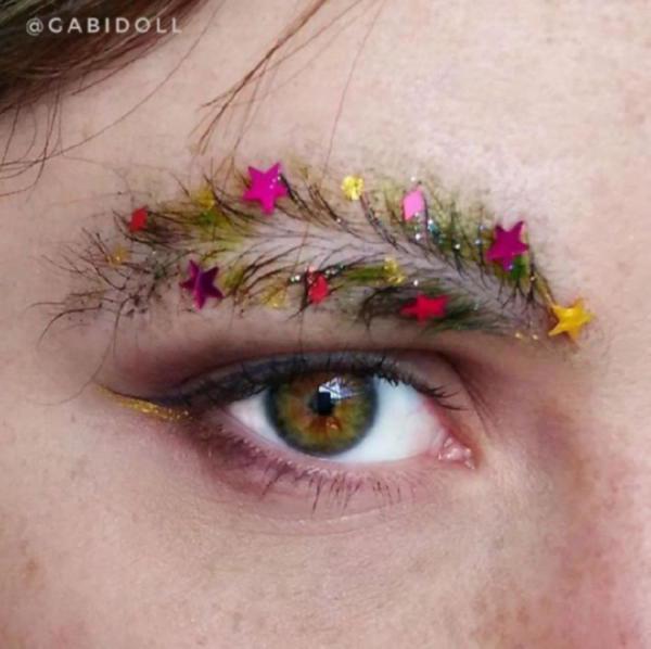 image18-23 | Новый новогодний тренд в современной моде — брови-ёлки!