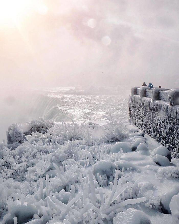 image1-21 | Замерзший Ниагарский водопад напоминает Нарнию — это просто волшебно!