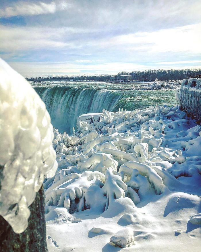 image3-12 | Замерзший Ниагарский водопад напоминает Нарнию — это просто волшебно!