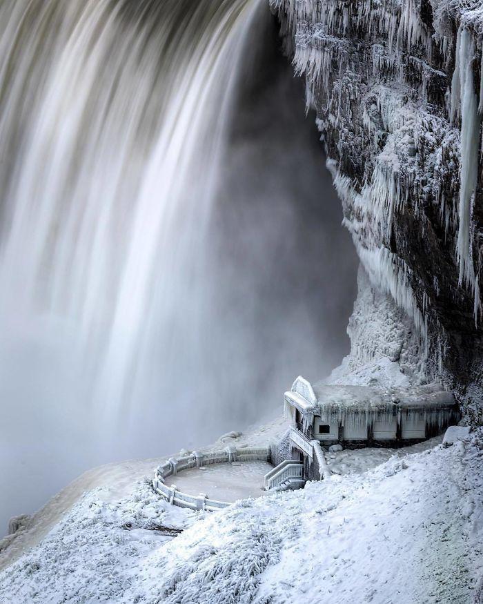 image6-7 | Замерзший Ниагарский водопад напоминает Нарнию — это просто волшебно!