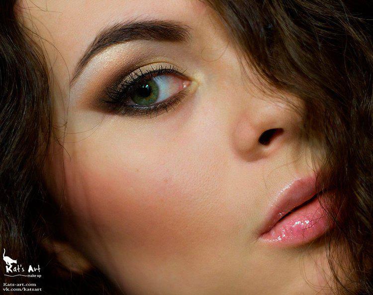 image1-116 | Макияж, который идеально подходит брюнеткам с зелеными глазами
