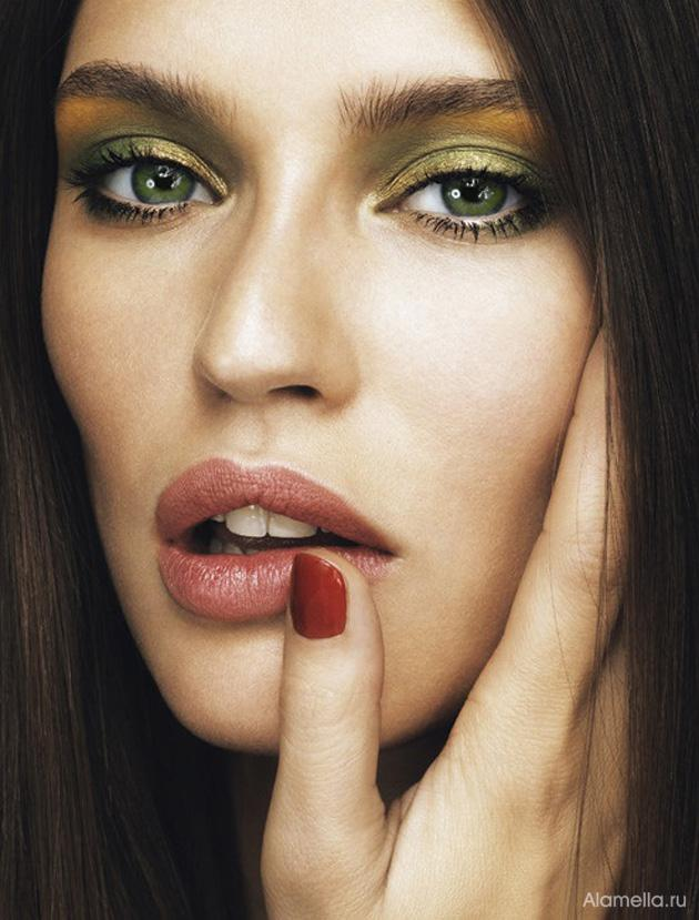 image4-73 | Макияж, который идеально подходит брюнеткам с зелеными глазами