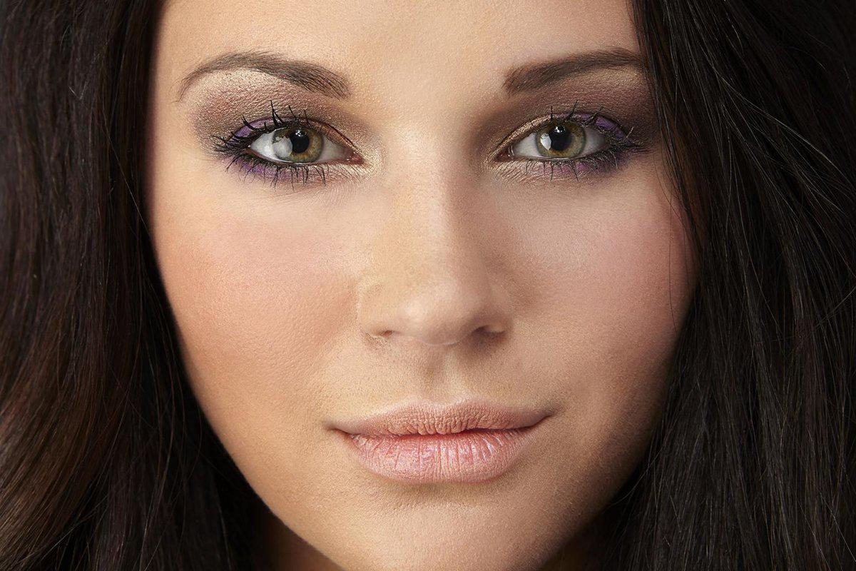 image9-43 | Макияж, который идеально подходит брюнеткам с зелеными глазами