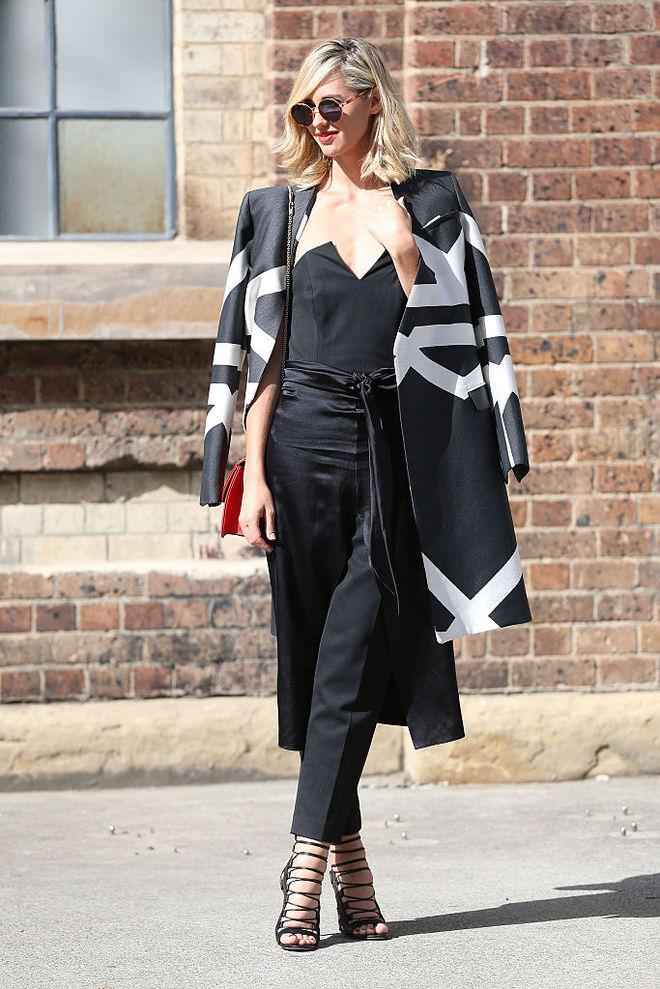 image19-48   8 стильных образов с черными брюками: модные тенденции весны 2018