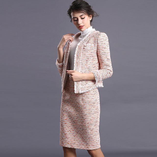 image2-53 | Утонченная элегантность — костюмы из юбки и жакета