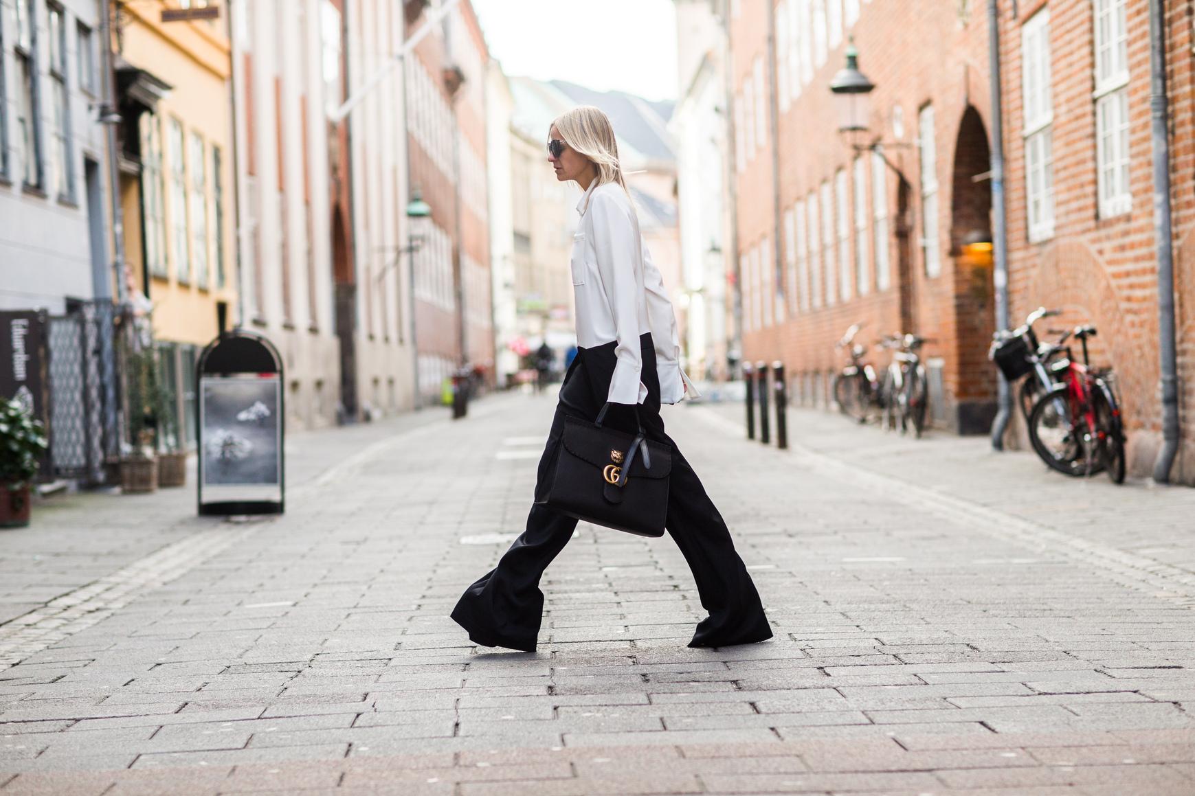 image23-29   8 стильных образов с черными брюками: модные тенденции весны 2018