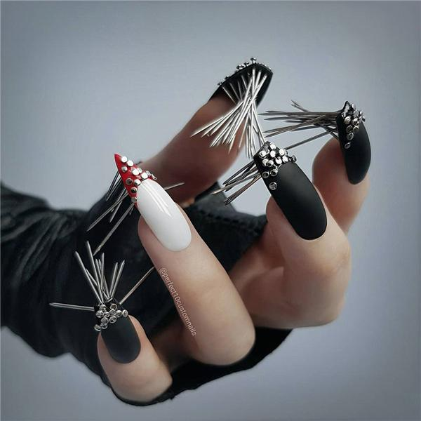 image13-22   Черный маникюр на ногти-стилеты