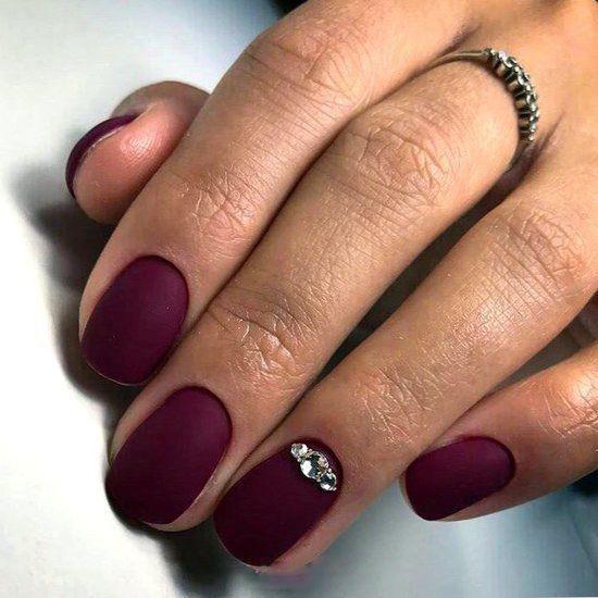 image13-30 | 28 идей бордового маникюра на короткие ногти