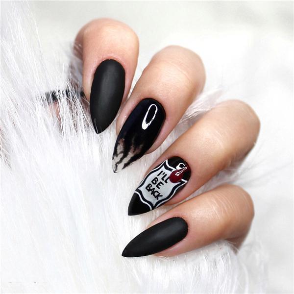image2-25   Черный маникюр на ногти-стилеты