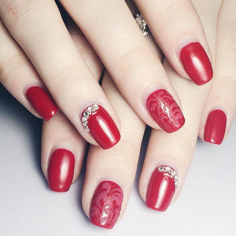 image32-23   Лучшие идеи красного маникюра на ногти любой длины