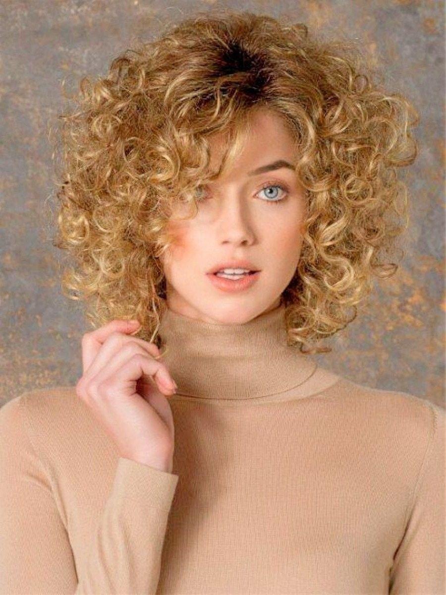 image38-2 | Современные стрижки и прически на вьющиеся волосы