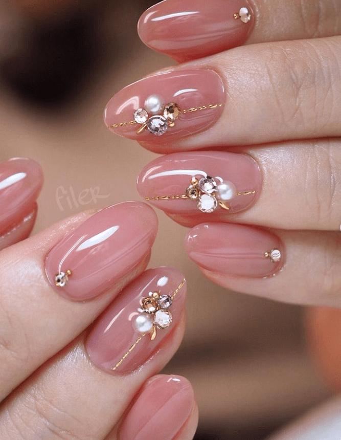image8-7 | 16 идей розового маникюра с жемчугом на овальные ногти