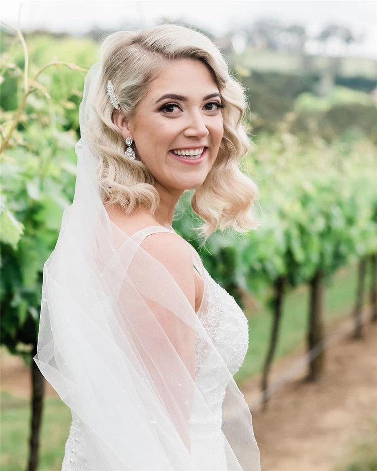 image61-1   70+ свадебных причесок 2019