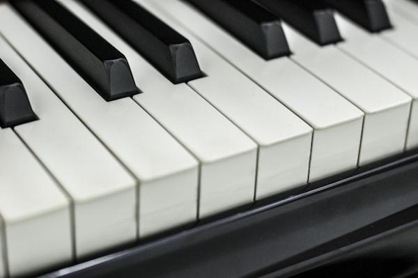 お金がないのでグランドピアノが買えない