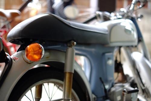 原付バイクを高く売るために査定前に純正パーツに戻す
