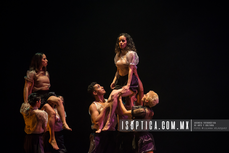 "Tándem Compañía de Danza presentó la obra ""Humano"""
