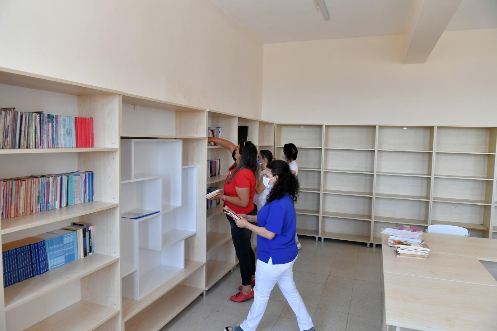 Akkent Ortaokulu'na kütüphane