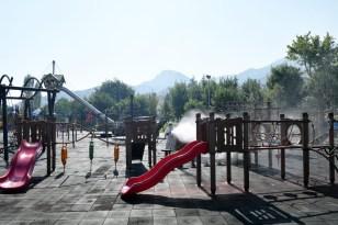 Isparta'da parklar ve çocuk oyun alanları temizleniyor, dezenfeksiyonu yapılıyor