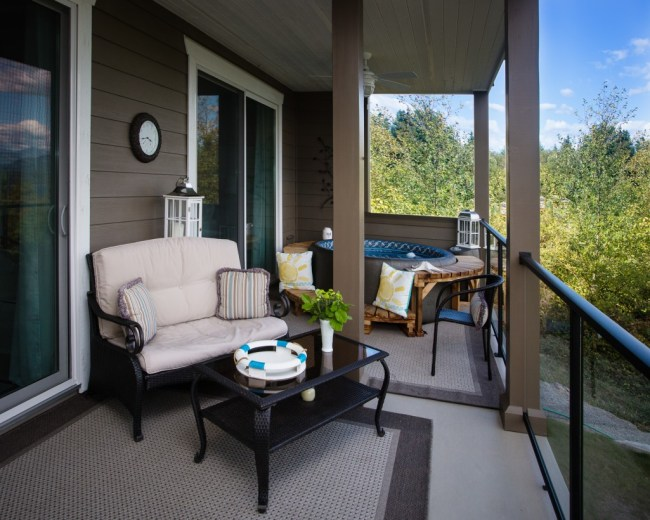 Gibsons luxury suite, deck with view