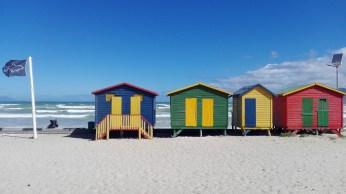 Muizenberg Strand mit Holz-Badehäuschen