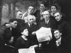 Reading Balfour Declaration in the newspaper, Sokolka Russia