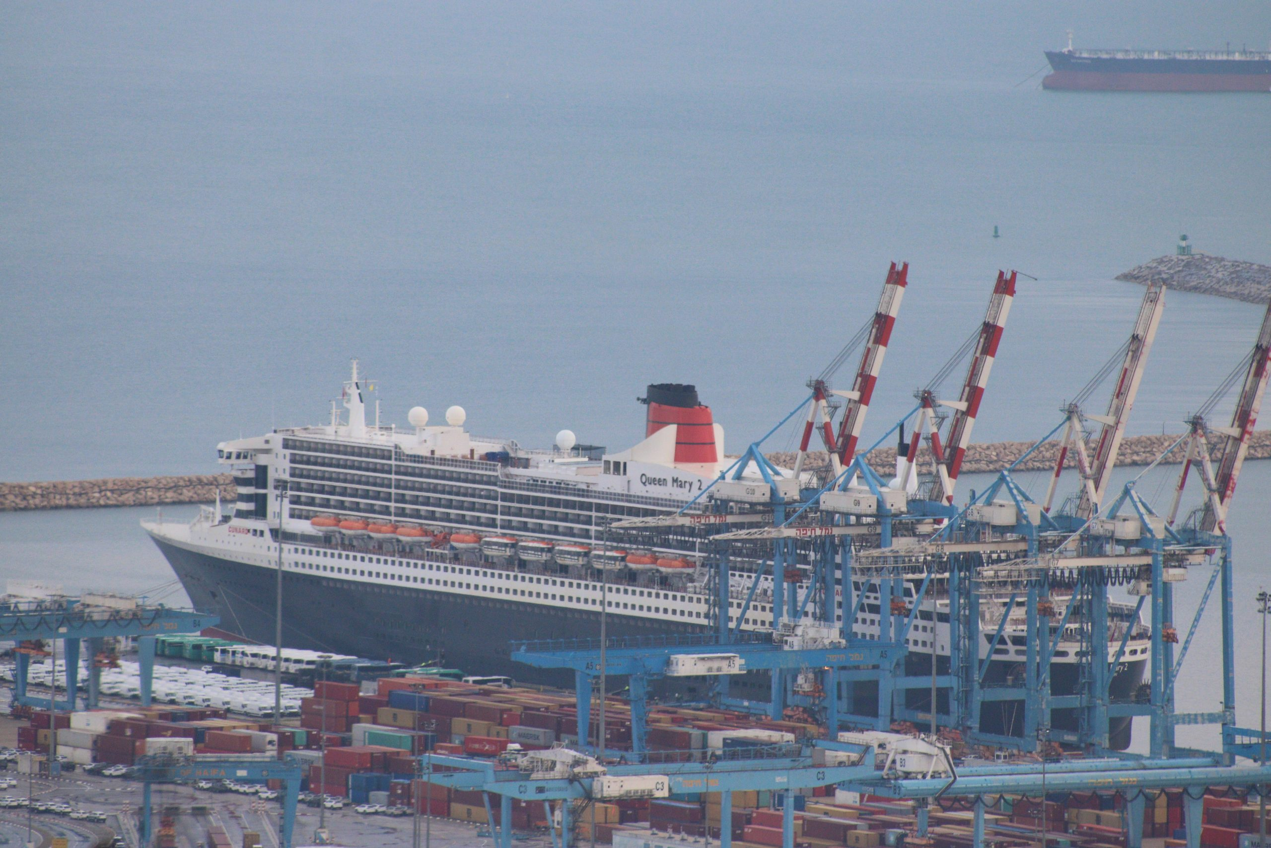 Queen Mary 2, the luxury cruise ship, arrives to Haifa