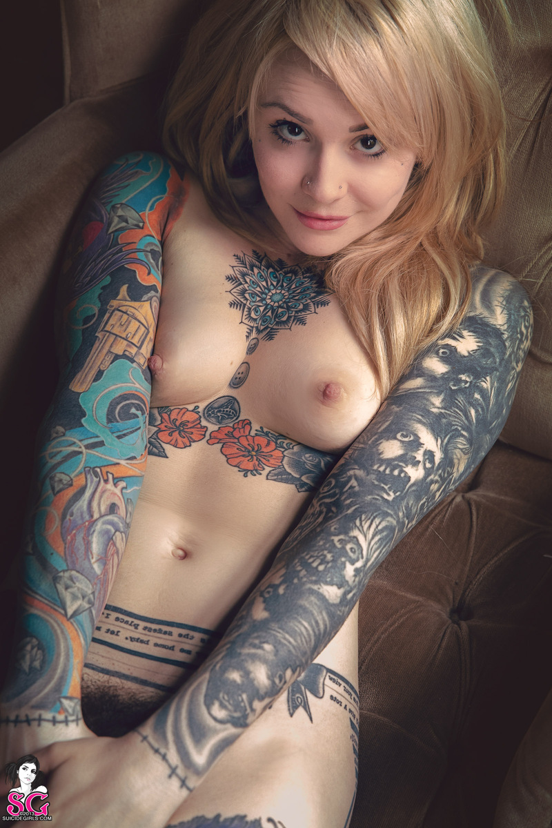 cute-nude-chicks-with-tattoos-belle-likes-black
