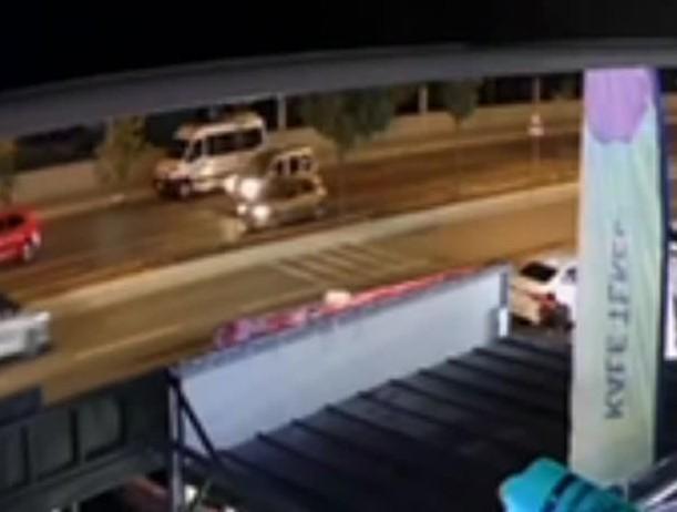 Alkollü sürücü önce yayaya ardından park halindeki araçlara çarptı