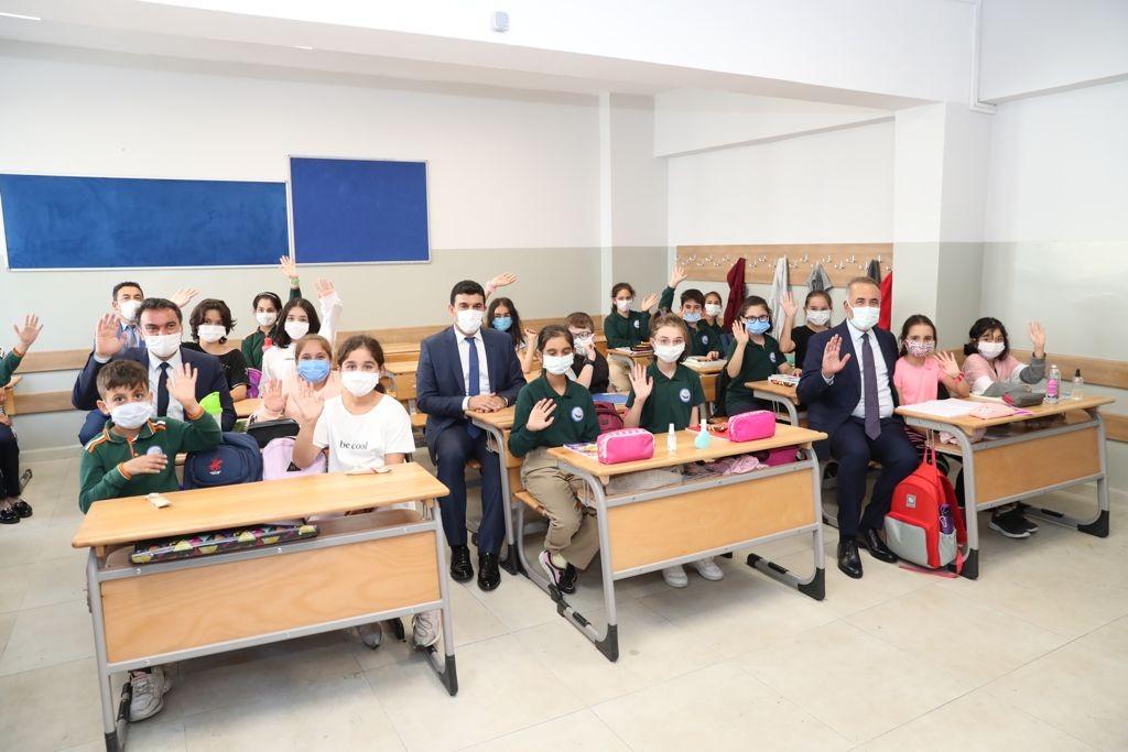 Sultangazi'de 2021-2022 Eğitim Öğretim Yılı Açılış Töreni gerçekleştirildi
