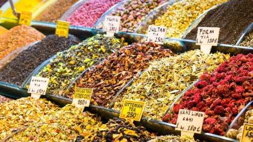 بهارات وتوابل السوق المصري في اسطنبول