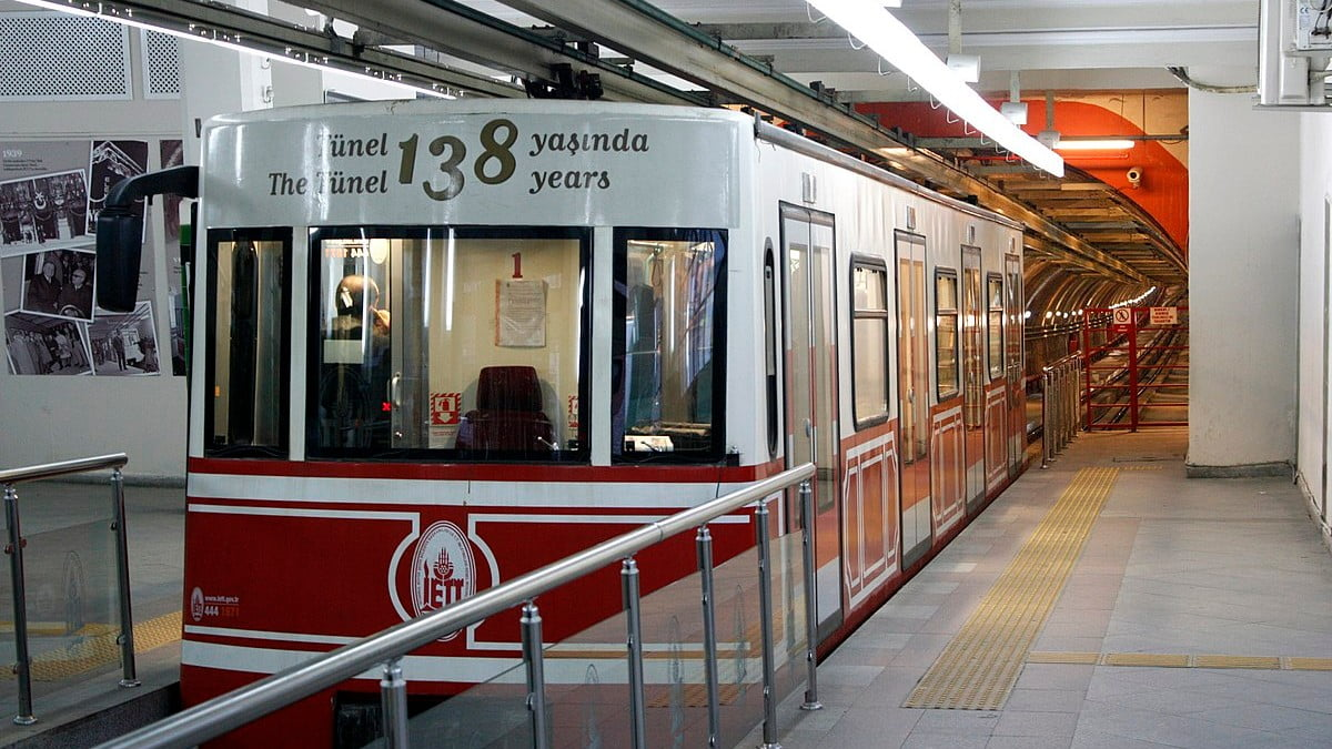 How to use Istanbul's funicular railways