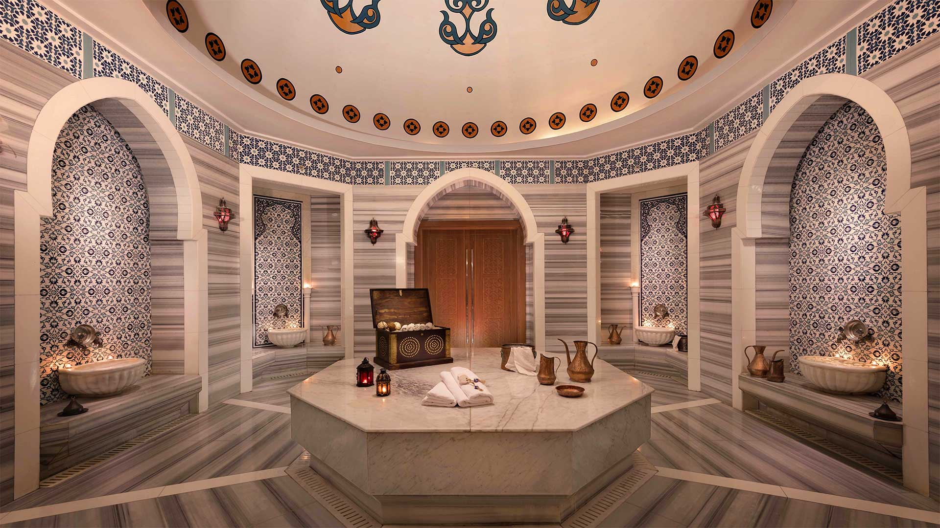 What happens at a traditional Turkish Hamam?
