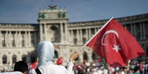 A pro Palestinian protester holds up a Turkish flag as she attends a demonstration against Israel's military action and violence in the Gaza strip, in Vienna July 20, 2014. Israeli strikes on Gaza on Sunday, July 20, 2014 killed 97 people, hiking the overall Palestinian death toll to 435 since the start of a major military campaign on July 8, health officials said. AFP PHOTO / JOE KLAMAR / AFP PHOTO / JOE KLAMAR