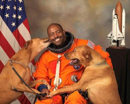 astronaut leland melvin picture with dogs