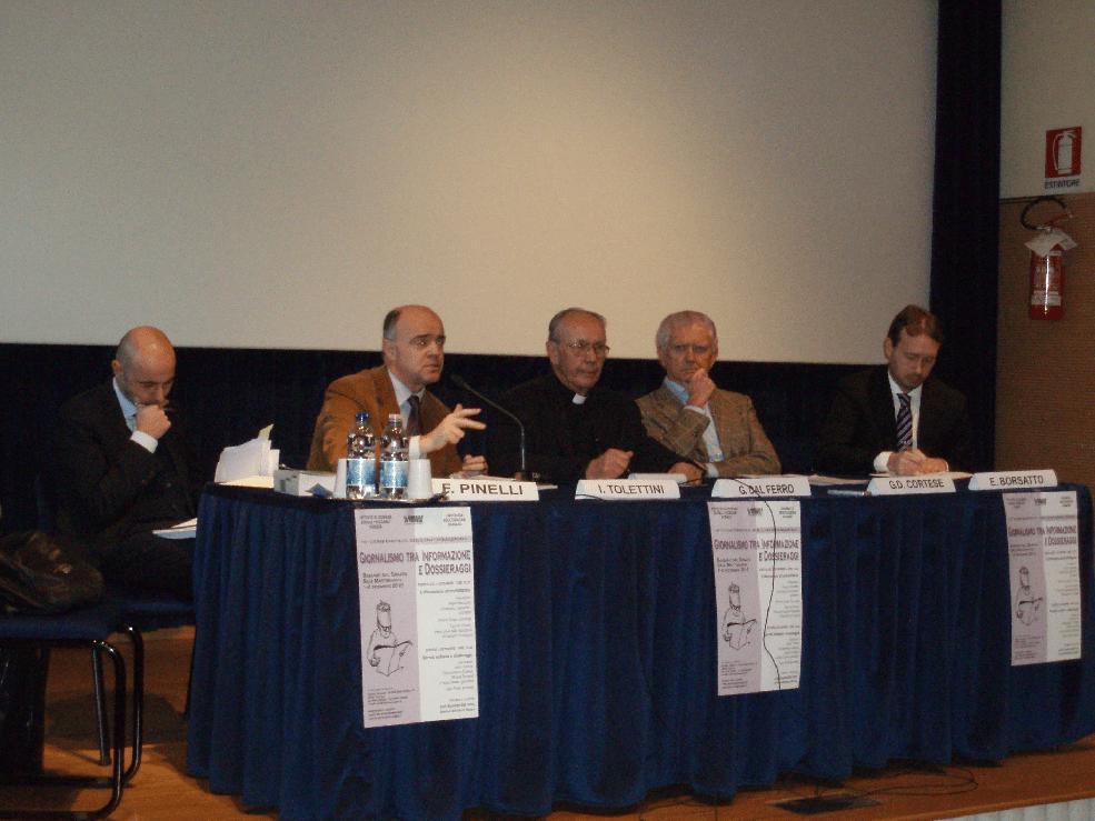 """Relatori della conferenza sull'informazione """"Giornalismo, informazione e dossieraggi"""" (2010)"""